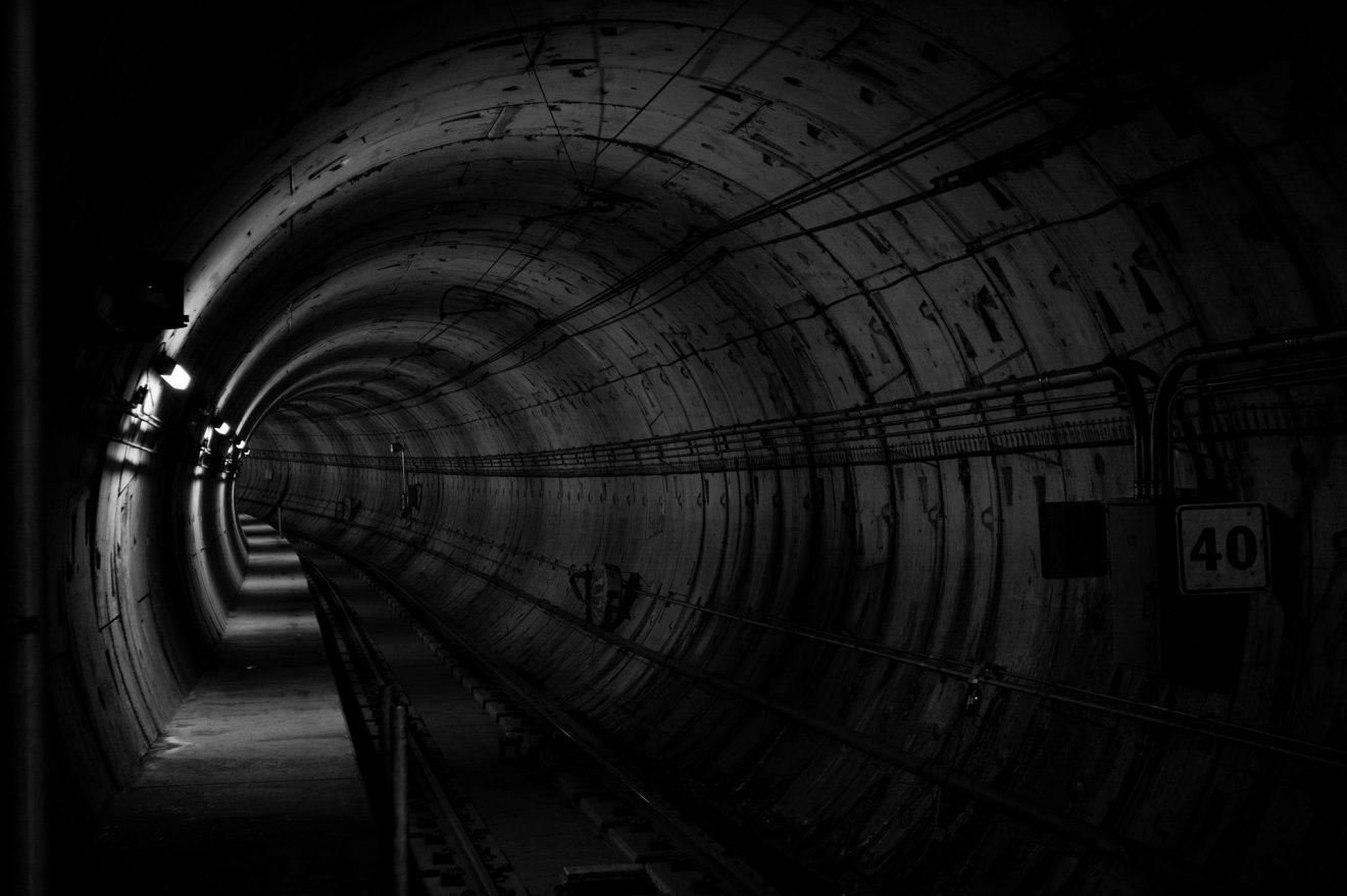 tunnel-690513_1920