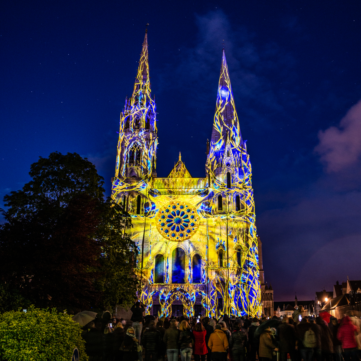 chartres-en-lumieres-cathedrale-portail-royal-01