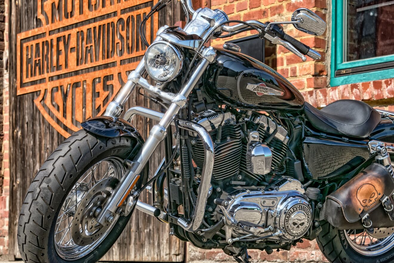 motorcycle-2529593_1920